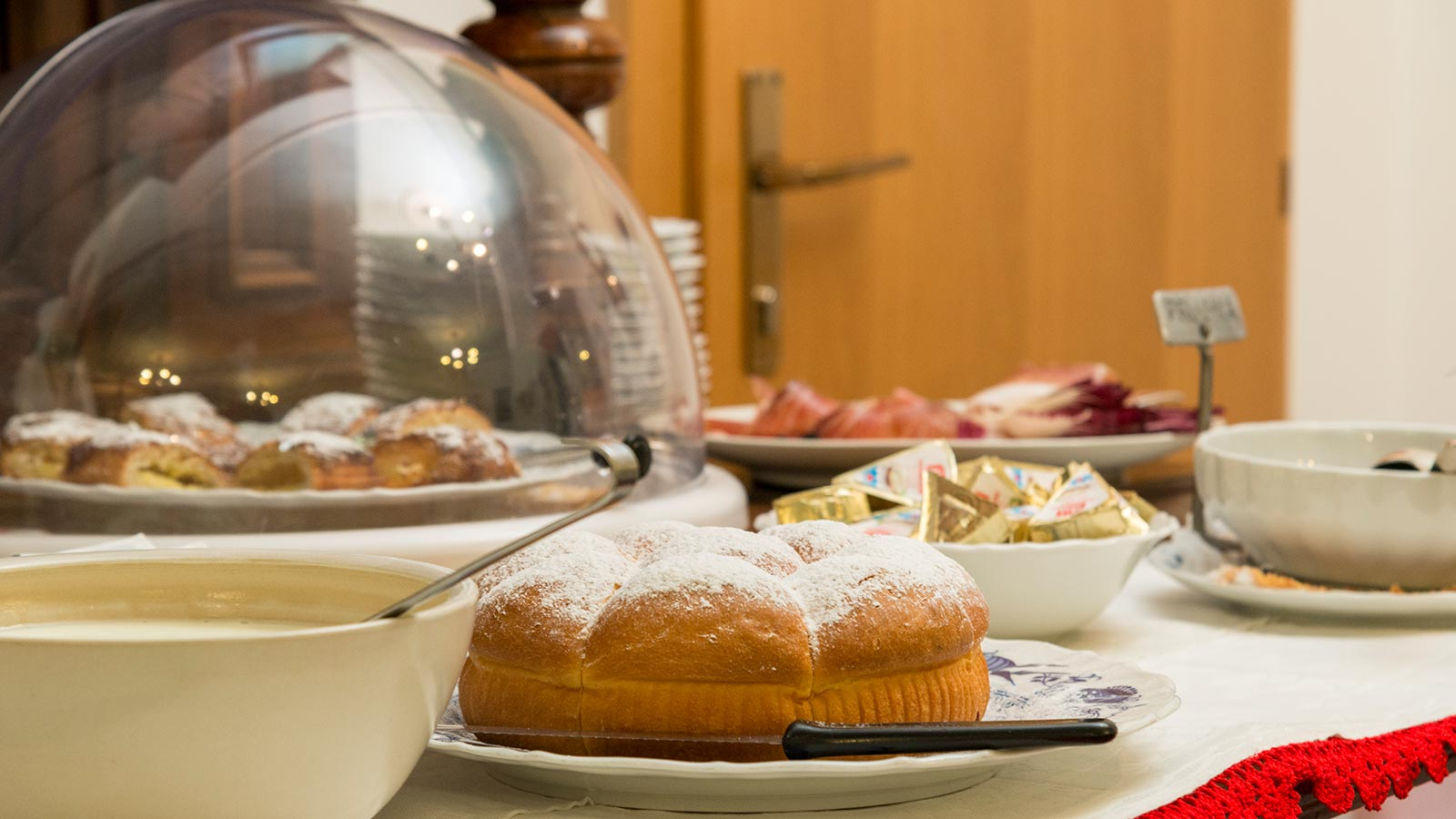 Breakfast buffet with South Tyrolean excellent products